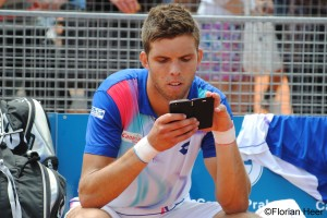 Jiri Vesely texting after the final