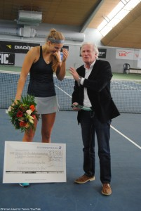 Unfortunately the German youngster broke her trophy after the ceremony