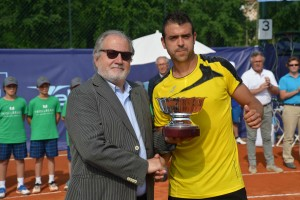 Inigo Cervantes lifted the trophy in Vicenza