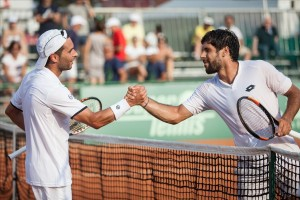 Handshake after a tight match: Montanes and Gaio (photo: Lodovica Barbiero)