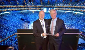 "Volker Jäcke (l.) and Harald Tenzer with the ""ATP Challenger Award"" at London's O2 Arena (photo: Brunswiek Marketing GmbH)"