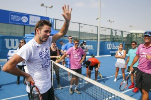 Stan Wawrinka coaches the fans at MWTC