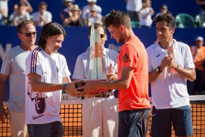 Thiem received the trophy from Guillermo Coria (photo: Argentina Open)