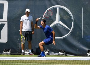 Roger Federer practiced on Monday on centre court (photo: Paul Zimmer/Mercedes Cup)