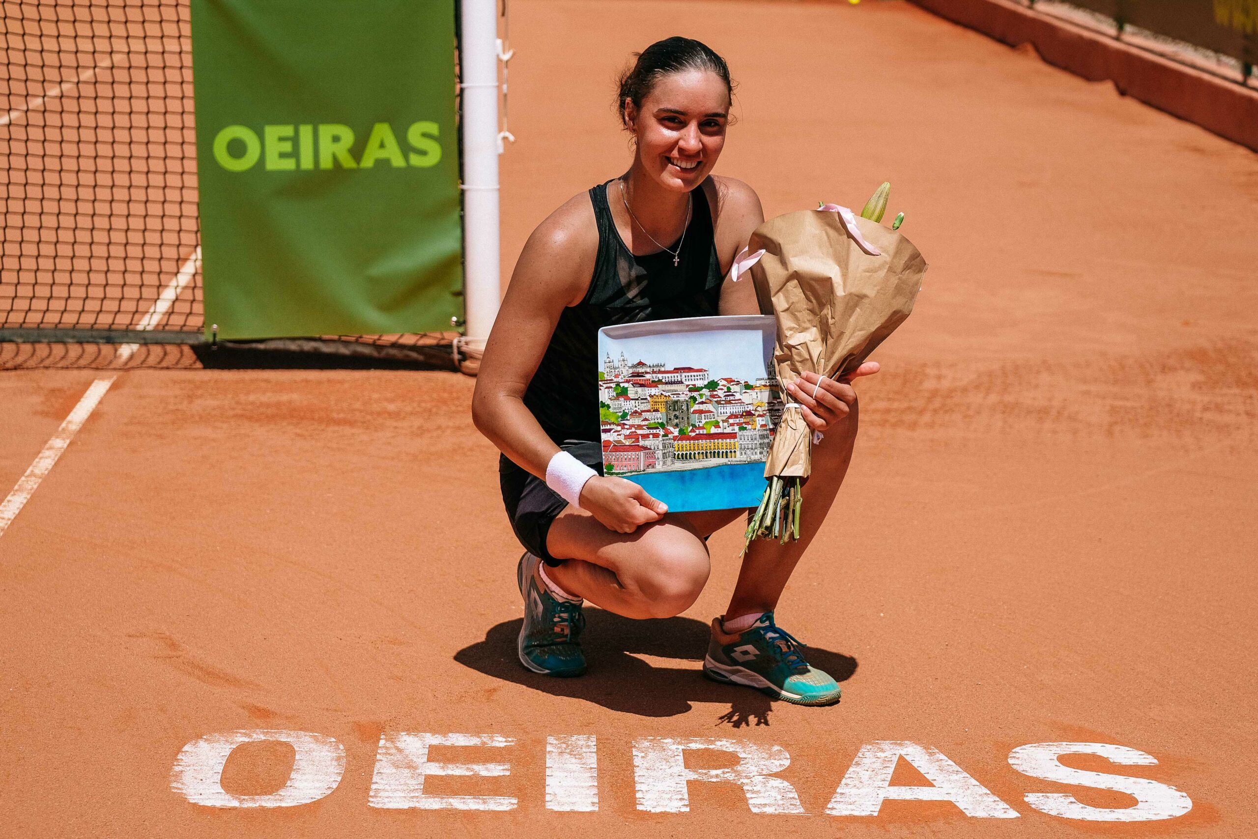 https://www.tennis-tourtalk.com/wp-content/uploads/2021/04/Anhelina-Kalinina-com-trofeu-scaled.jpg